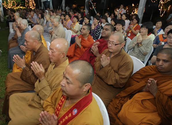 Foreign Buddhist delegation calls on Presiden2